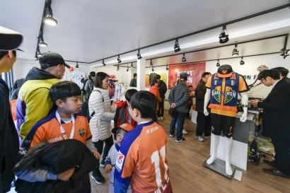 '강원FC STORE' 리뉴얼 오픈 효과 '톡톡'
