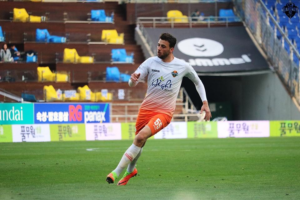 강원FC '소양강 폭격기' 제리치, 3경기 연속골 도전
