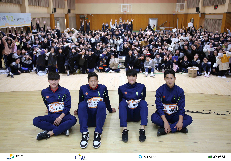 강원FC '소녀팬 공략' 찾아가는 팬미팅 호응