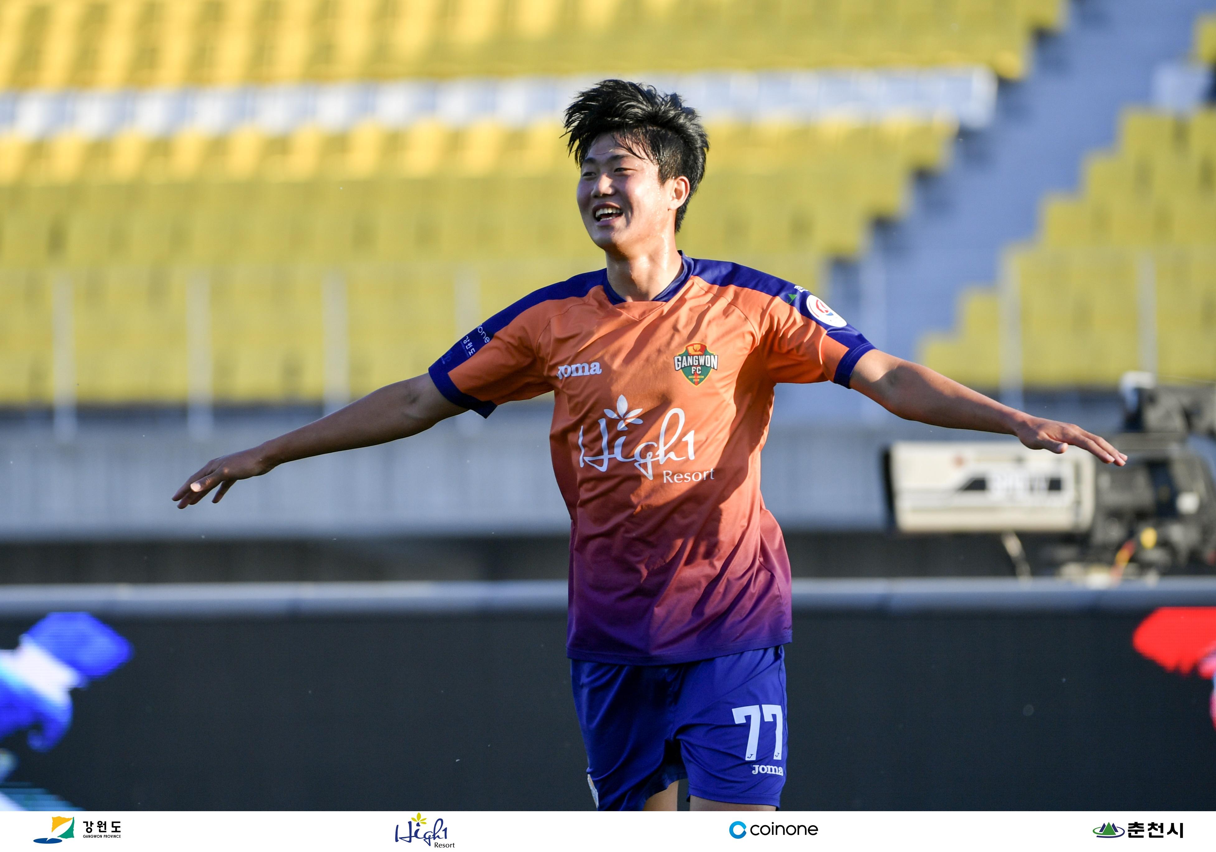 [강원 人SIDE]새내기 김지현, 강원FC 잔류 이끈 비결과 팬들의 기다림